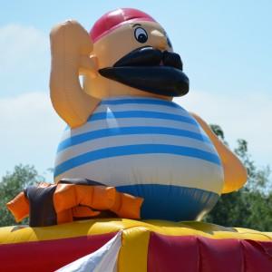 Piratenschiff-Hüpfburg auf dem TSL Sommerfest